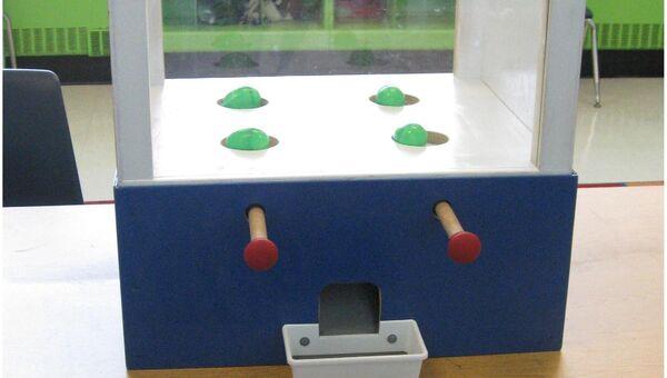 Игровой автомат, собранный авторами статьи для оценки щедрости детей