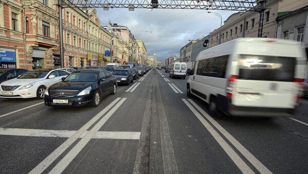 Реверсивная полоса дорожного движения на Проспекте мира. Архивное фото