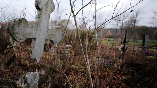 Вандалы повредили 14 крестов на Пискаревском мемориале
