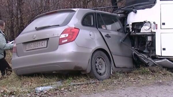 Пять человек погибли после лобового столкновения иномарки с автобусом