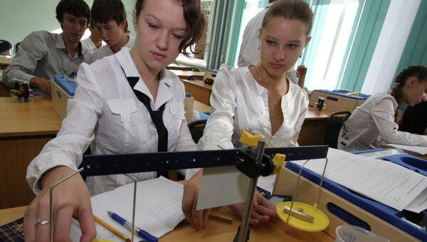 Кабинет физики в СШ №23 во Владивостоке, оснащенный по последнему слову техники
