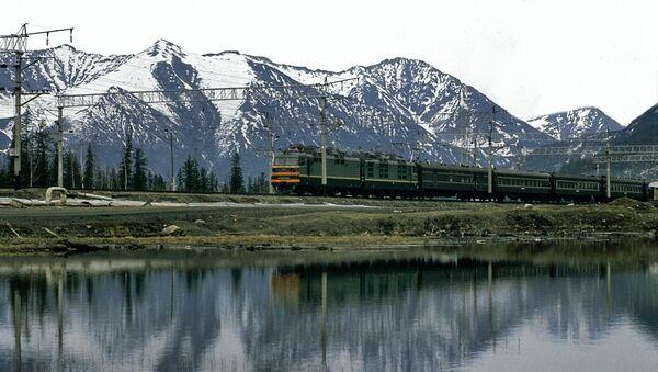 Поезд идет