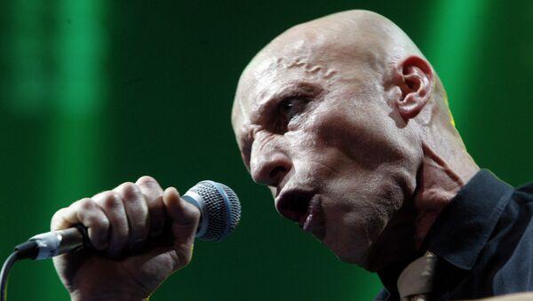 Участник рок-группы АВИА Антон Адасинский