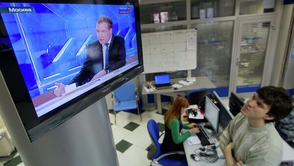 Трансляция интервью Д.Медведева российским телеканалам. Архивное фото