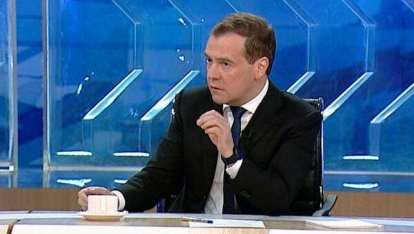 Медведев о Сердюкове, оппозиции и обысках по Болотному делу