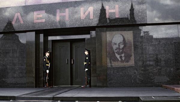 Почетный караул у Мавзолея В.И.Ленина. Архивное фото
