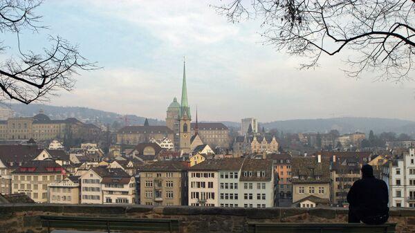 Вид со стороны реки Лиммат на собор Фраумюнстер в Цюрихе