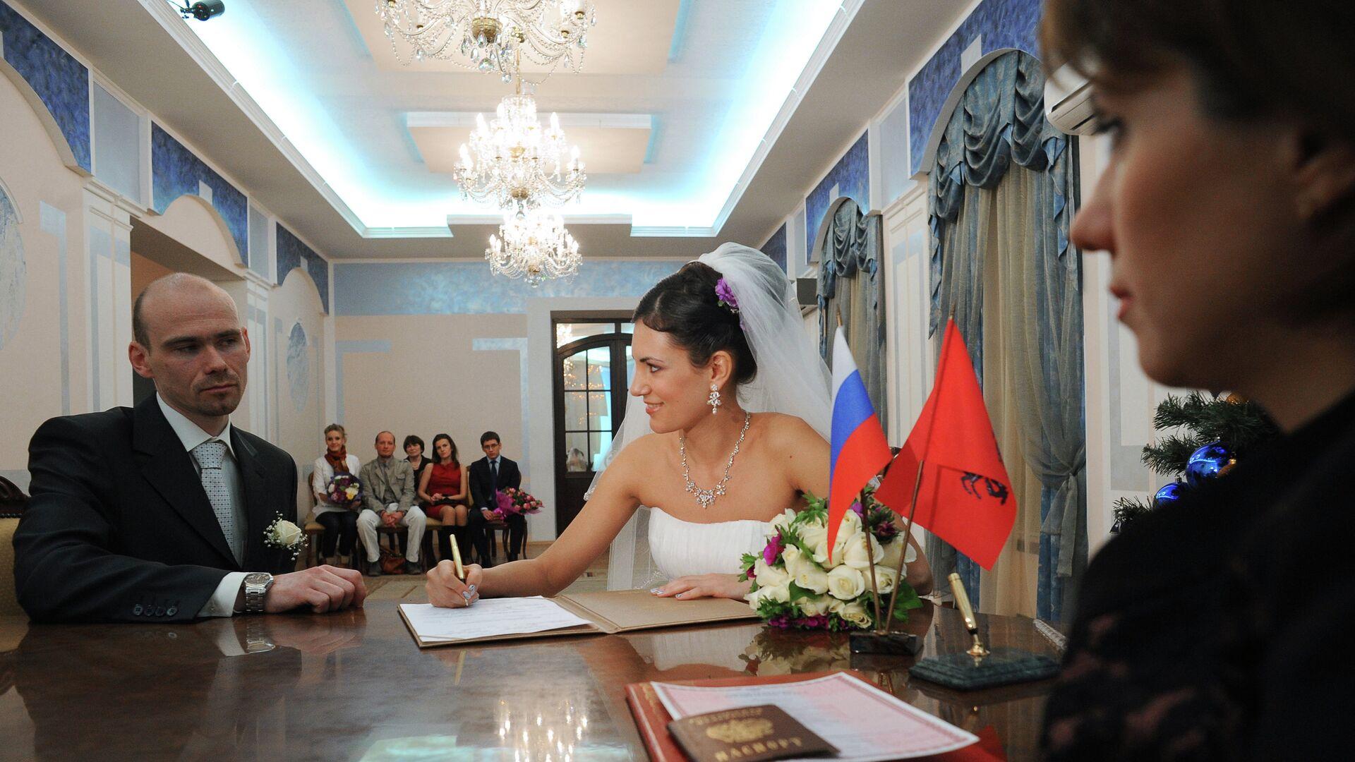 Регистрация браков 12.12.12 - РИА Новости, 1920, 21.07.2021