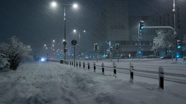 Снежная буря в центре Варшавы, Польша. Архив