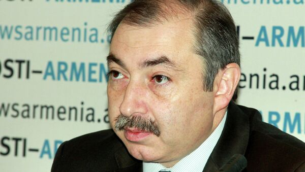 Журналист, лидер партии «Союз «Конституционное право», депутат Национального собрания Армении Айк Бабуханян