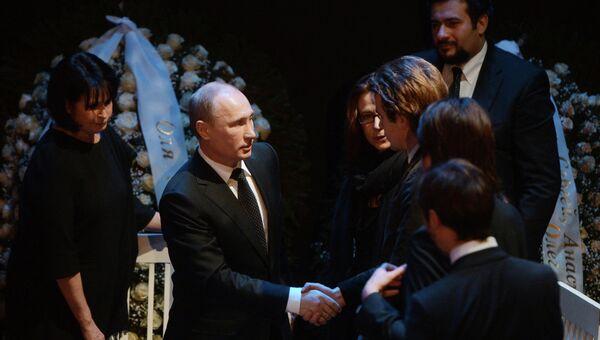 Президент России Владимир Путин во время церемонии прощания с оперной певицей Галиной Вишневской