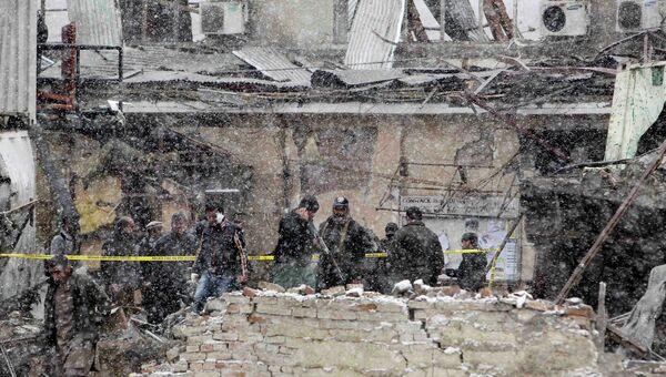 Полицейские на месте взрыва в Кабуле. Архивное фото