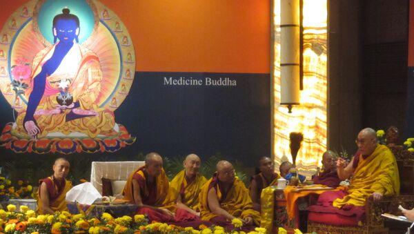 Далай-лама проводит учения в Дели