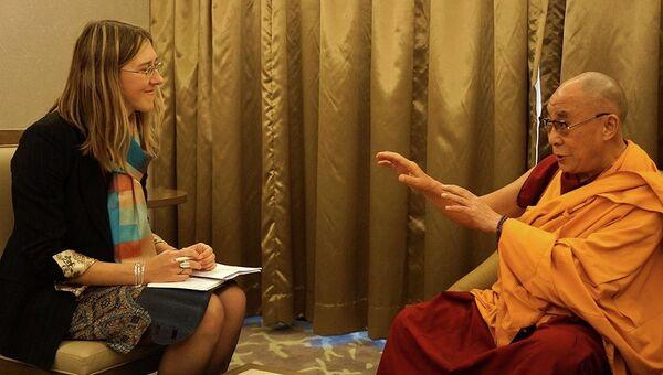 Далай-Лама дает интервью корреспонденту РИА Новости Ольге Липич