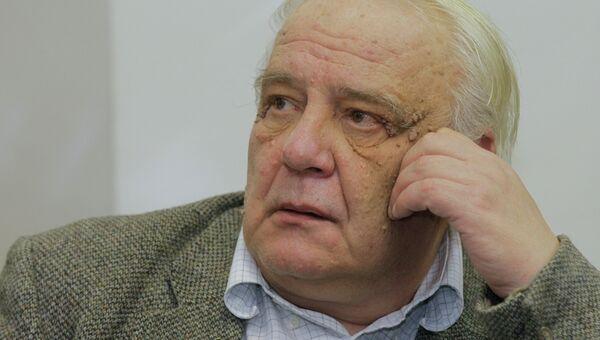 Писатель, политический и общественный деятель Владимир Буковский. Архивное фото