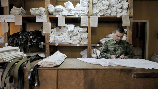 Комната выдачи военной формы на призывном пункте