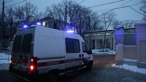 Машина скорой помощи у городской клинической больнице имени С.П. Боткина, где скончался криминальный авторитет Аслан Усоян (Дед Хасан)