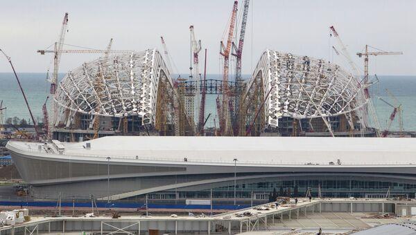 Строящийся олимпийский стадион Фишт в Имеретинской долине в Сочи.
