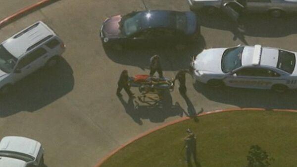 Медики увезли раненых с места перестрелки в колледже США
