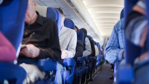 Пассажиры в самолете. Архив