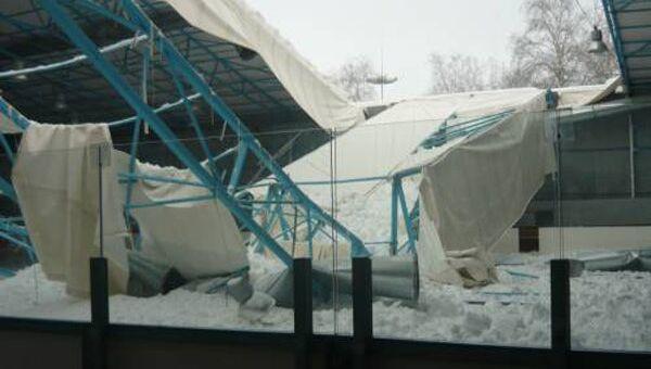 Тент над катком ледового дворца обрушился в Брянске