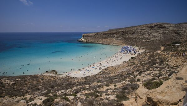 Пляж Рэббит бич на острове Лампедуза. Архивное фото