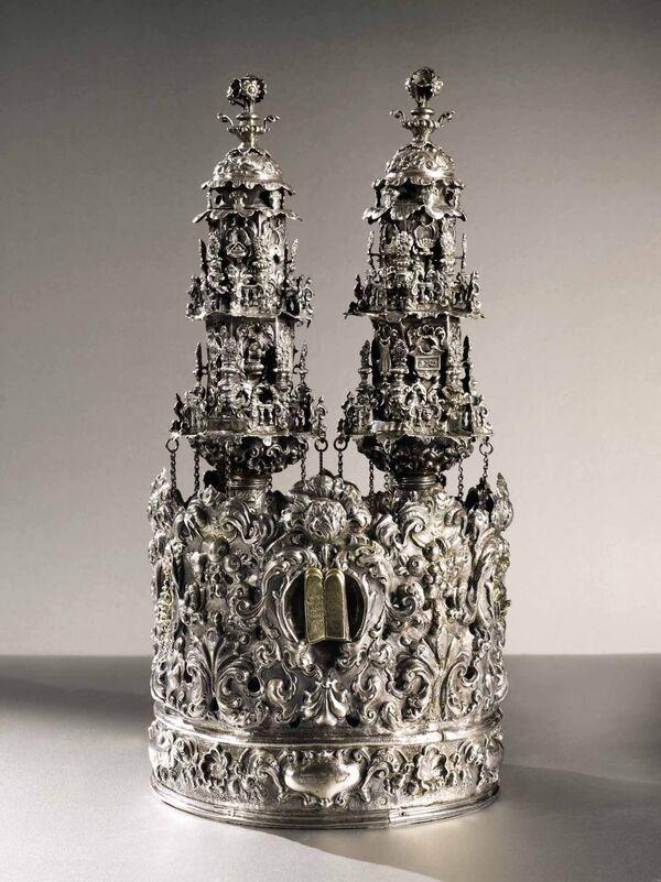 Уникальная итальянская серебряная корона и пара наверший Торы, Венеция, около 1730