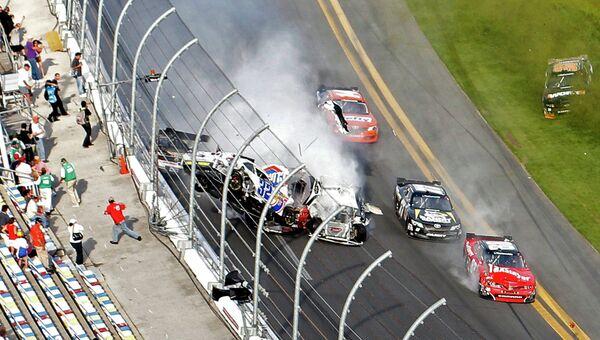 Авария на гонке NASCAR в Дейтоне-Бич