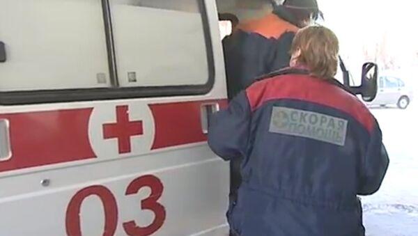 Медицинские сотрудники оказывают помощь пострадавшим от выброса хлора в Пермском крае