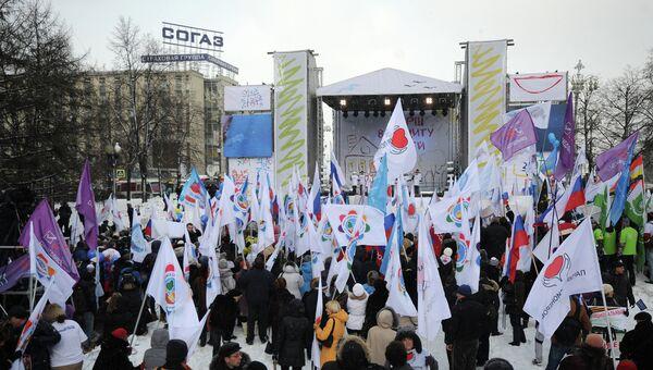 Участники шествия В защиту детей на митинге в Новопушкинском сквере в Москве
