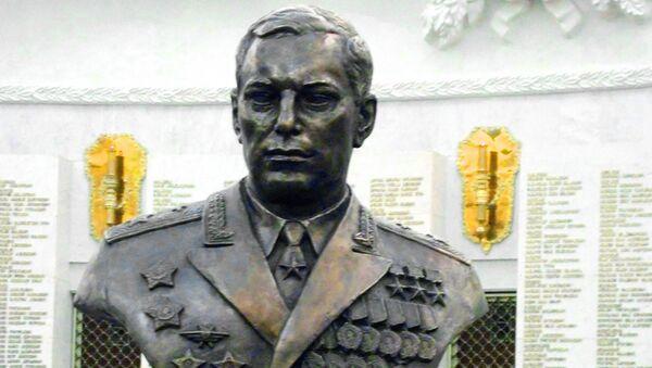 Памятник советскому лётчику-истребителю А.Покрышкину в Зале Славы на Поклонной горе
