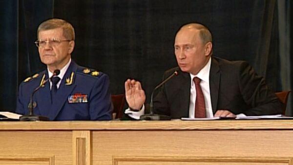 Путин призвал прокуроров жестко и без истерики бороться с коррупцией
