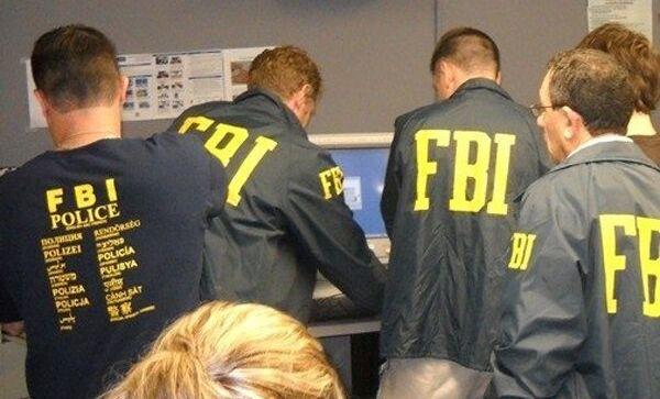 Агенты ФБР, расследующие дело о хищении денег из американских банков при помощи компьютерного вируса Зевс-Троян