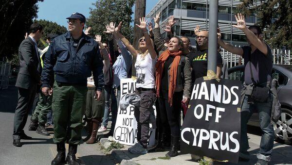 Массовая акция протеста у президентского дворца в Никосии, Кипр