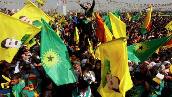 Тысячи курдов слушают призыв Оджалана к прекращению конфликта с Турцией
