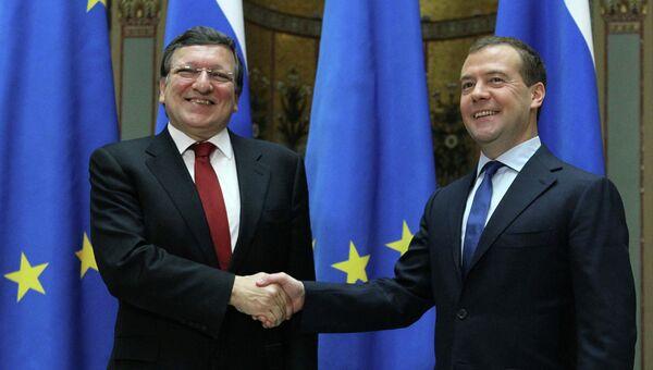 Председатель правительства РФ Дмитрий Медведев и председатель Еврокомиссии Жозе Мануэл Баррозу