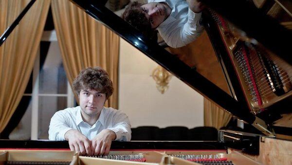 Пианист Лукас Генюшас