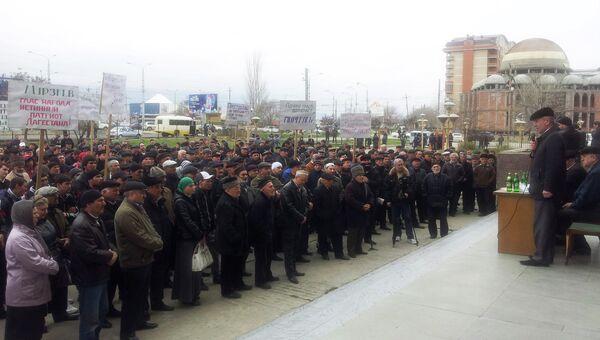 Митинг в Махачкале с требованием расследовать избиение члена местной ОП Абсалидина Мурзаева