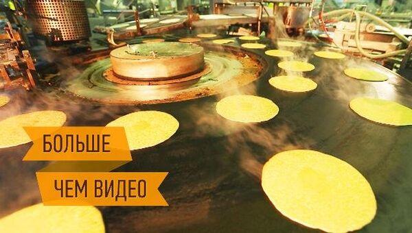 На конвейере и в русской печке жарятся сотни тысяч блинов к Масленице