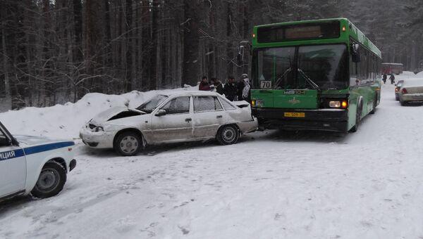 ДТП с участием 8 машин и автобуса на выезде из новосибирского наукограда Кольцово