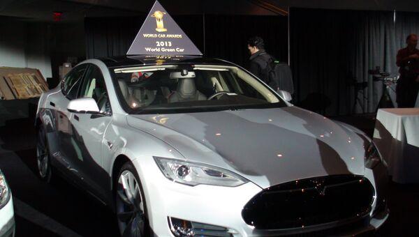 Автомобиль Tesla на международном автосалоне в Нью-Йорке