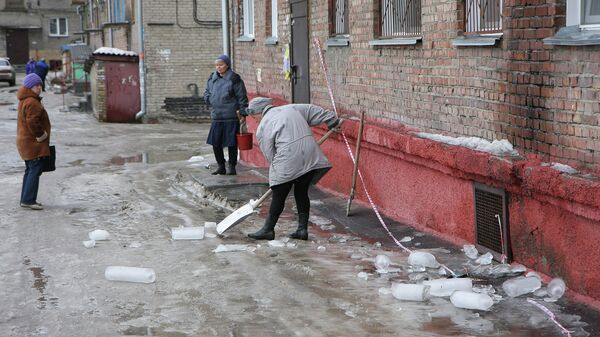 Уборка льда в Ленинском районе Новосибирска