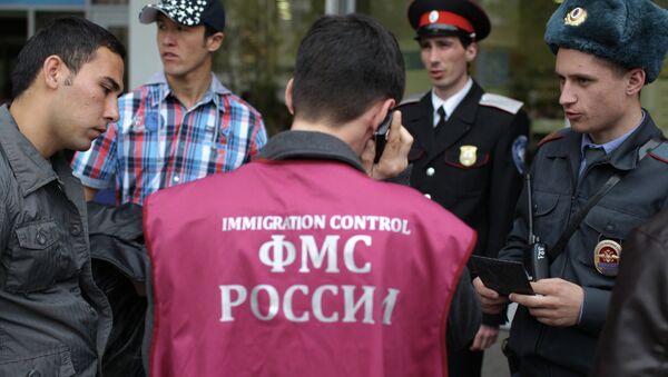 Патрулирование улиц Краснодара сотрудниками ФМС и казаками, архивное фото