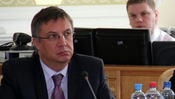 Директор департамента здравоохранения Александр Князев и Татьяна Быстрякова