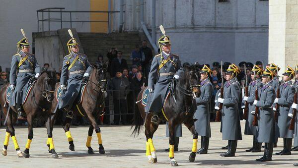Церемония развода пеших и конных караулов Президентского полка. Архивное фото
