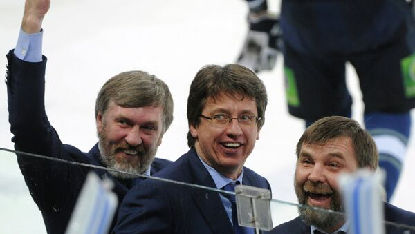 Старший тренер Динамо Харийс Витолиньш и главный тренер Динамо Олег Знарок. Архивное фото