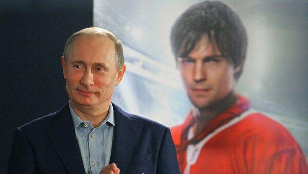 В.Путин на просмотре фильма Легенда № 17 о хоккеисте Харламове