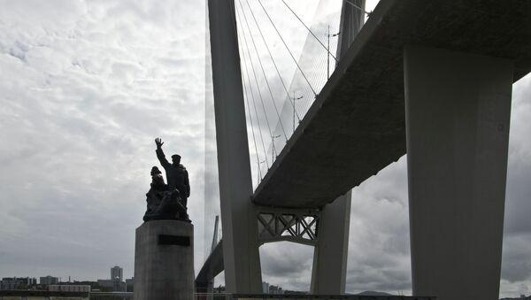 Памятник морякам торгового флота во Владивостоке