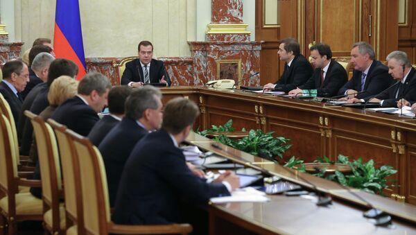Д.Медведев провел заседание правительства 18 апреля 2013 г.