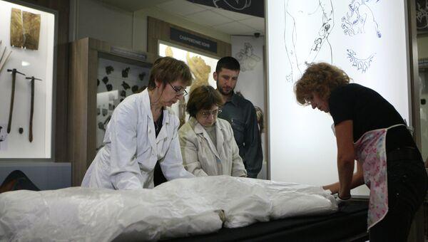 Транспортировка мумии Принцессы Укока на Алтай. Архивное фото